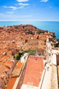 Cancha-de-baloncesto-city-wall-rooftop-Dubrovnik